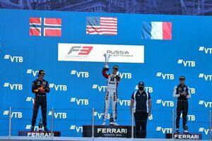 ハウガー戴冠。岩佐歩夢は8台抜きの10位、優勝はサージェント【FIA-F3第7戦ロシア レース1】