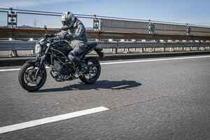 スズキ『SV650』は250cc~400ccみたいにコンパクトだけど直進安定性が抜群すぎっ!? 大型バイク初心者にもおすすめです!【SUZUKI SV650/試乗レビュー(2) 優しさ編】