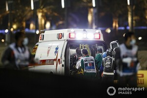 F1バーレーンGP大クラッシュのロマン・グロージャン、大事を取りひと晩入院。チーム代表も電話で会話、骨折もなし