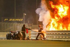 F1バーレーンGP、大クラッシュ発生で赤旗中断。火の手上がるもグロージャンの命に別条なし