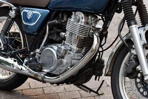 久々にバイクに乗ろうとしたらエンジンがかからない!考えられる原因とは?