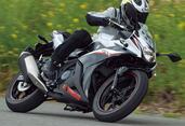 スズキ「GSX250R ABS」インプレ(2021年)扱いやすさ抜群! 街乗りもツーリングも楽しめるフルカウル250ccスポーツ