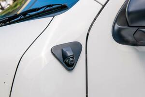 死角をカバーして安全性を向上 データシステム 200系ハイエース専用サイドアンダーカメラキット 【CAR MONO図鑑】