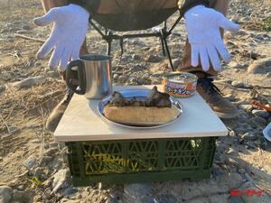 【100均用品でアウトドアグッズをDIY】製作時間15分、材料費550円のキャンプ用ローテーブルが意外に使える!