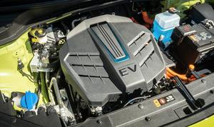 半導体不足、EVシフトの影響は?これから自動車業界が迎える危機