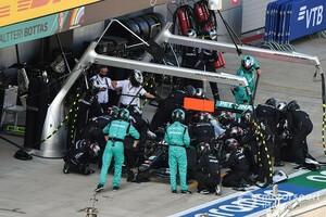 メルセデスF1が、ルイス・ハミルトンの「まだタイヤを交換したくない」との要望を遮った理由|F1ロシアGP