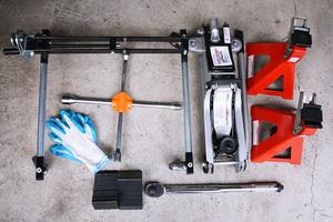 電動空気入れ、ジャッキ、マルチツール、クルマの修理・点検に必要な便利工具と使い方