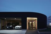 車、バイク、アウトドア……多彩な趣味を楽しむ様子が溢れ出るガレージハウス【EDGE HOUSE】
