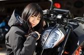 個性的でクールなデザインと扱いやすいコンパクトさが魅力! KTMのスポーツネイキッド「125 DUKE」に初心者女子ライダー高梨はづきが乗ってみました!