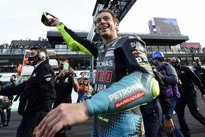 【MotoGP】ロッシ、最後のミサノで10位「ファンに最高のさようならとありがとう」愛弟子のタイヤ選択にはお怒り?