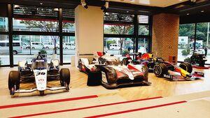 トヨタとホンダの最高峰マシンそろい踏み、F1・インディー・WEC車両が青山ショールームに