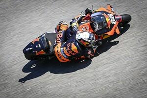 """【MotoGP】KTM好調の鍵が""""新型シャシー""""だと思うのは間違い? オリベイラは""""以前から強さあった""""と主張"""