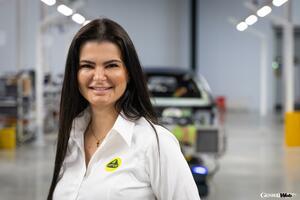 ロータス エミーラの生産プログラムを担当する女性スタッフ、英自動車誌の選ぶアワードに選出