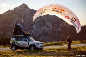 ランドローバー ディフェンダーが「Red Bull X-Alps 2021」をサポート! 5ヵ国をまたぐ長距離競技の頼もしい相棒に