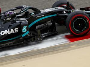 F1バーレーンGP予選、ハミルトンが今季10回目のポールを獲得、レッドブル・ホンダの2台は2列目から決勝スタート【モータースポーツ】