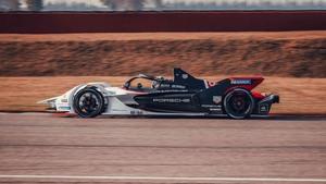 2年目のシーズンに向け、ポルシェ・フォーミュラEが新型パワートレインをテスト