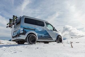 冬のアウトドアはおまかせ! 電力を自給自足できる「e-NV200ウインターキャンパーコンセプト」が欧州で発表