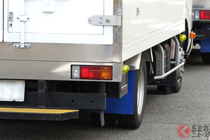 なぜトラックの路上駐車増加? 高速道「深夜待ち問題」違反でも横行するのか