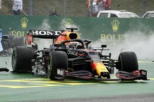 F1公式インスタの投稿で、フェルスタッペン車のダメージが明らかに……サイドポッド内クーラーも損傷していた