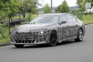 【スクープ】BMW 7シリーズ次世代型、「クセ強め」のフロントエンドが初露出!