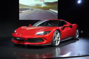 【V8→V6へ】ミッドシップフェラーリの新型は830馬力のPHEV!「296GTB」日本初お披露目