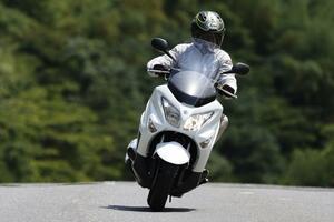 スズキ「バーグマン200ABS」インプレ(2021年)ABSを新たに標準装備! 街乗り&高速道路での走行性能をレビュー