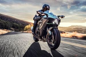 米国で生き残るカワサキ「Ninja H2/Ninja H2 Carbon」 クローズドコース専用モデル「Ninja H2R」とともに予約を開始
