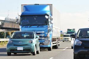 マジメな同業者の悲鳴! まだまだいる「マナー違反&違法」な「トラックドライバー」の行為5つ