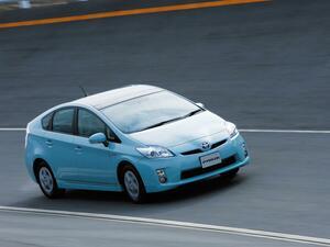 3代目はさらに燃費が向上、プリウスの進化はハイブリッドカーの進歩【10年ひと昔の新車】