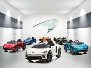 マクラーレンの最新モデルはオープン1シーター! 未来のオーナーに向けた?「マクラーレン GT」が新登場