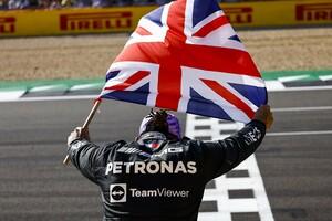 """レッドブル代表、イギリスGP""""接触後""""のメルセデスの振る舞いに「まだ失望している」"""