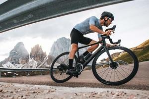 カナダの自転車ブランド「サーヴェロ」から新型クライミングロードバイク「R5」登場