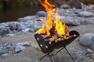 「紙」を燃やすのは実はNGだった? アウトドアの焚き火「7つの基本マナー」