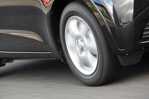 「転がり抵抗」だけでの判断は危険! 低燃費タイヤの「真実」とは
