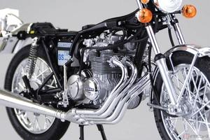 エキパイの美しさも再現 1976年型ホンダ「CB400FOUR」が1/12スケールのプラモデルで登場