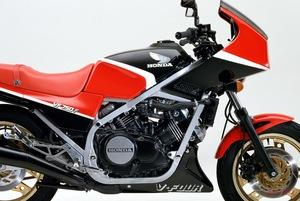バイクではMotoGPマシンも採用する「V4エンジン」、クルマでほぼ見かけないのはナゼ?