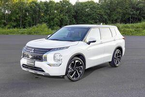 三菱自動車、新型「アウトランダーPHEV」 国内仕様のデザイン公開 12月中旬発売予定