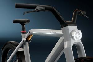 クルマに代わる交通手段を目指した2輪駆動のペダル付き電動自転車 「VanMoof V」登場