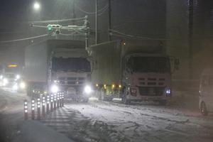 雪で物流を途切れさせるな!! 2021年トラックドライバーの大雪格闘記