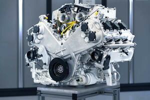 【ヴァルハラはV8搭載?】アストン マーティン、ハイブリッドV6開発中止か AMG製ユニット採用検討