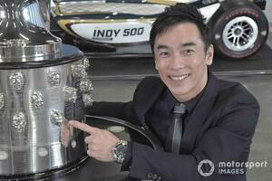 """佐藤琢磨のレリーフ""""2個目""""が入ったインディ500トロフィー除幕。2021年インディ500のマシンカラーリングも公開"""