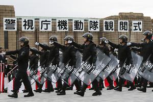 「治安における最後の砦」警視庁機動隊の観閲式 明治神宮外苑で開催 ヘリも初参加
