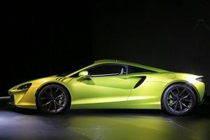 【じっくり見る】マクラーレン・アルトゥーラの造形美 車重1498kg、ハイブリッド化のネガを相殺