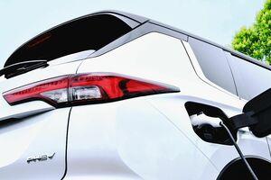 三菱自動車、新型「アウトランダー」のPHEVを今冬発売 初の3列7人乗りを用意