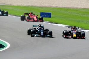 FIA、イギリスGPの接触に関するレッドブルの再審請求を却下。ハミルトンへのこれ以上の制裁はなし