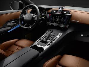 DS7 クロスバック グランシック ブルーHDi アレザンは栗毛色のナッパーレザーシートを採用の特別仕様