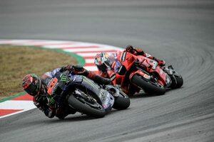 """【レースフォーカス】クアルタラロに起こったレーシングスーツのアクシデント、そして""""もうひとつのペナルティ""""に呈した疑問/MotoGP第7戦"""