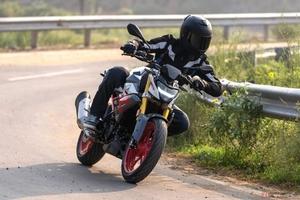 BMW Motorrad 普通自動二輪免許で運転できる「G310R」を発売