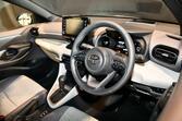頑なに採用していなかった「トヨタ」もついに搭載! 「ワンタッチウインカー」は本当に必要装備か?