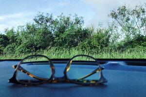 視力が回復したら運転免許の「眼鏡等」はどうなるのか そのままだと違反!?